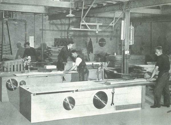 Werkplaats voor lijkkisten te Enkhuizen, 1948