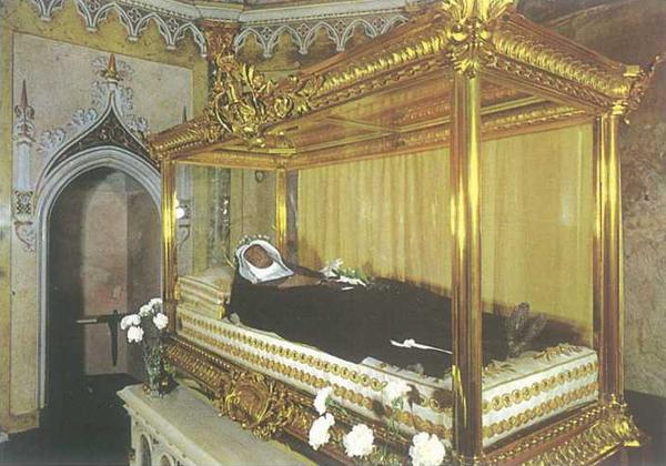 Schijn met replica van de heilige Clara te Assisi, overleden op 11 augustus 1253