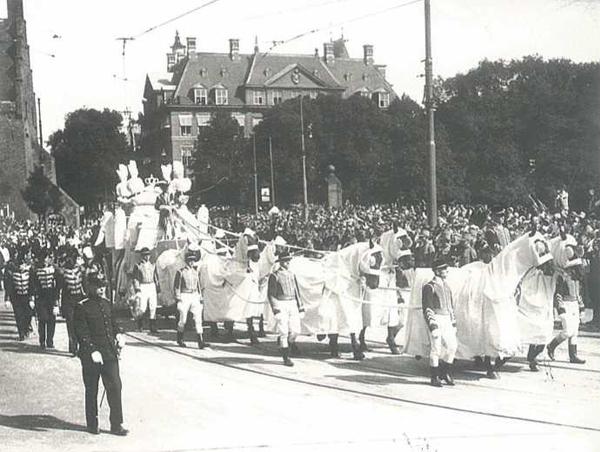 Begrafenisstoet van prins Hendrik op 11 julie 1934